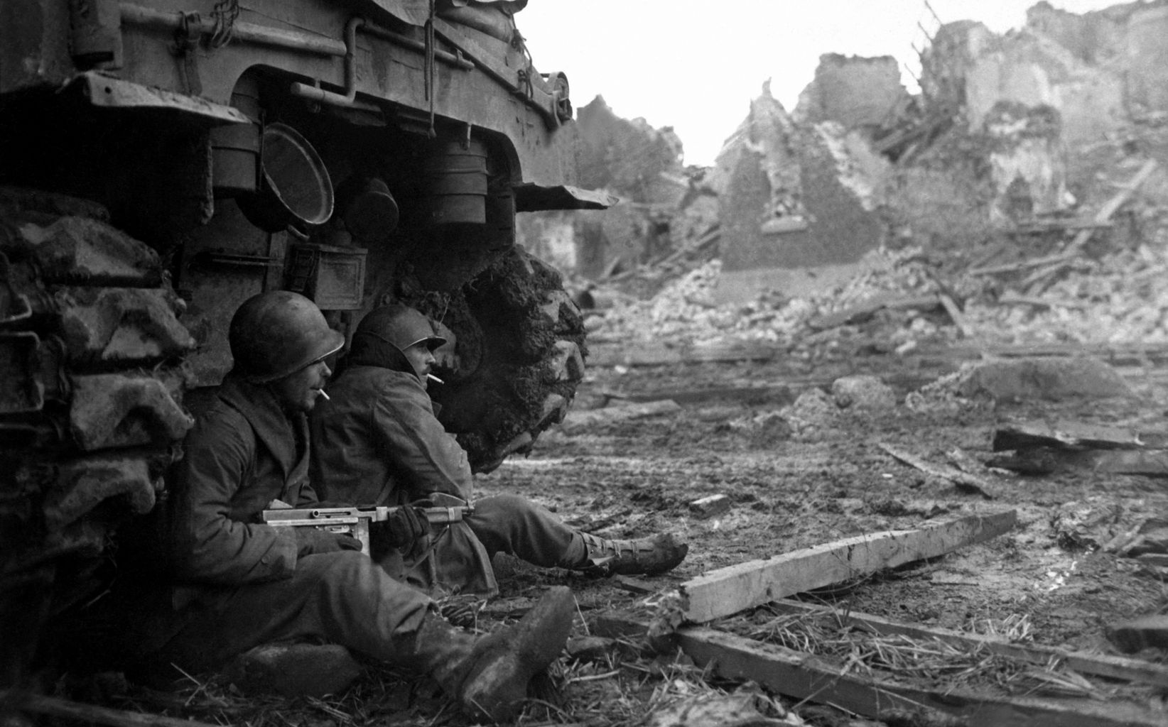 gis-of-c-company-36th-air-9th-infantry-division-at-geich-germany-11-december-1944.jpg
