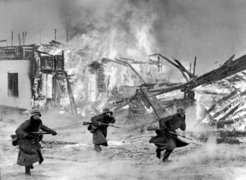 german_soldiers_in_burning_norwegian_village_19401.jpg